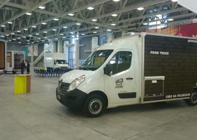 food-truck-renault-master-x62-nomec-1